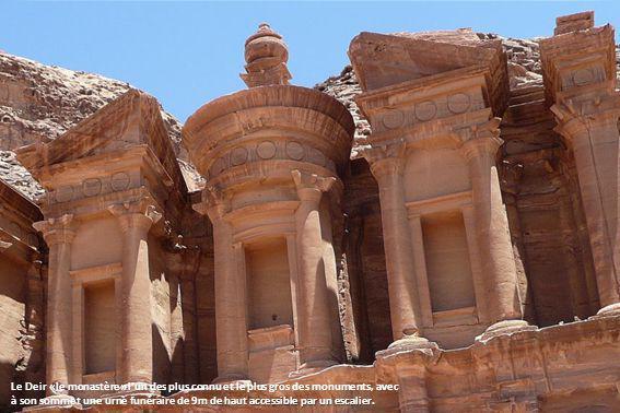 Sur le chemin et les 800 marches menant au Deir.
