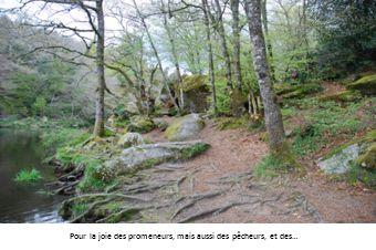 Belvédère Le belvédère vu de la rivière et une vue de la rivière prise du belvédère.