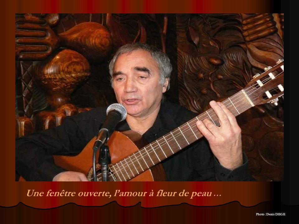 Il interprète ici une de ses compositions : > pur joyau de la chanson française, dont jaurais aimé écrire les paroles.