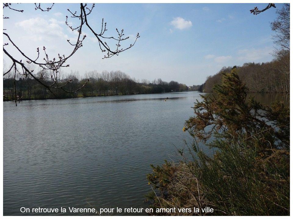 Juste après, voici le confluent de la Varenne et de la Mayenne