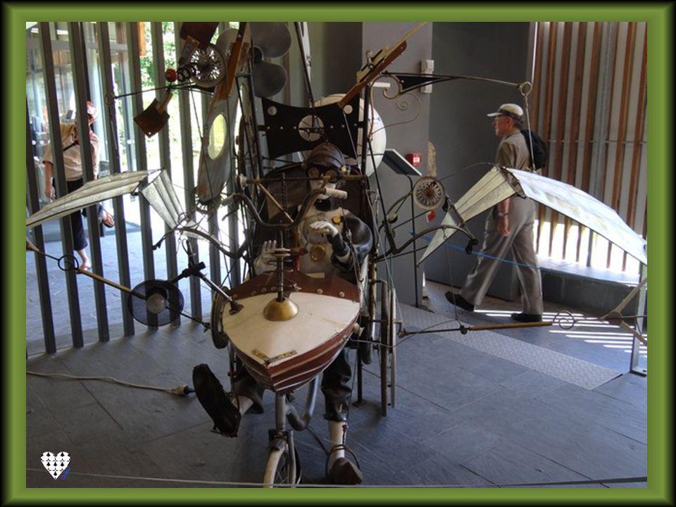 Transformer les déchets En objets dart, voilà lœuvre de Robert COUDRAY. Trituter, sculpter le bois, la pierre, le métal, est devenu pour lui une missi