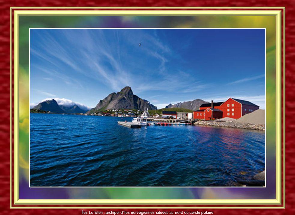 Soleil de minuit Îles Lofoten : archipel d'îles norvégiennes situées au nord du cercle polaire