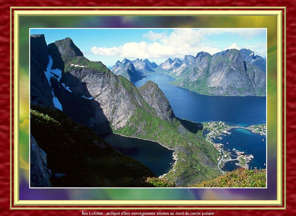 Les Iles Lofoten sont un archipel d'îles norvégiennes situées au nord du cercle polaire Îles Lofoten : -1 227 km² -24 000 habitants vivant essentielle