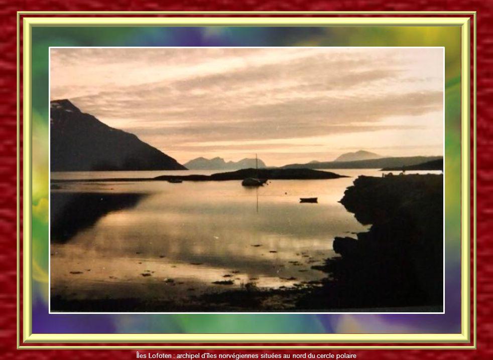 Panorama de Reine Îles Lofoten : archipel d'îles norvégiennes situées au nord du cercle polaire