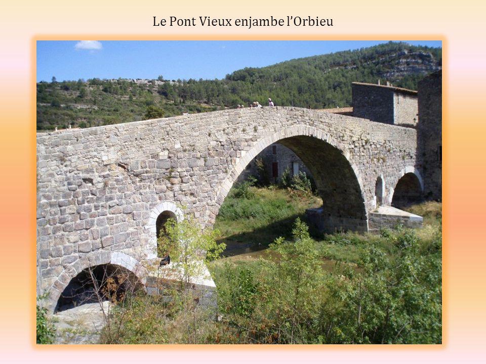 Le Pont Vieux enjambe lOrbieu