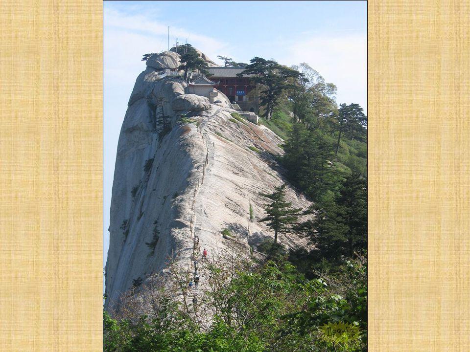 Si vous souhaitez ignorer la terrible épreuve de la trajectoire de Huashan, Vous pouvez prendre le funiculaire jusquà North Peak et profiter de la vue incroyable.