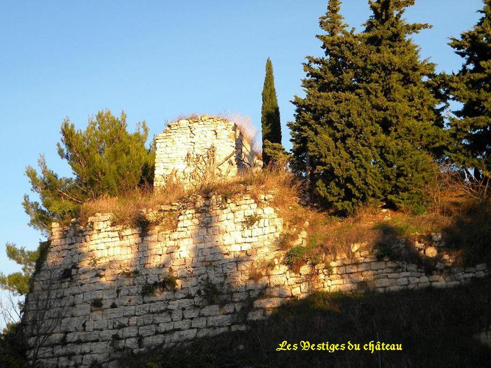 Le cimetière construit sur les vestiges du château