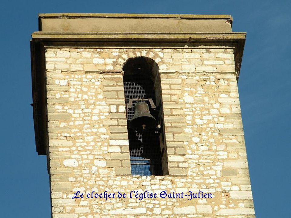 Le clocher de léglise Saint-Julien