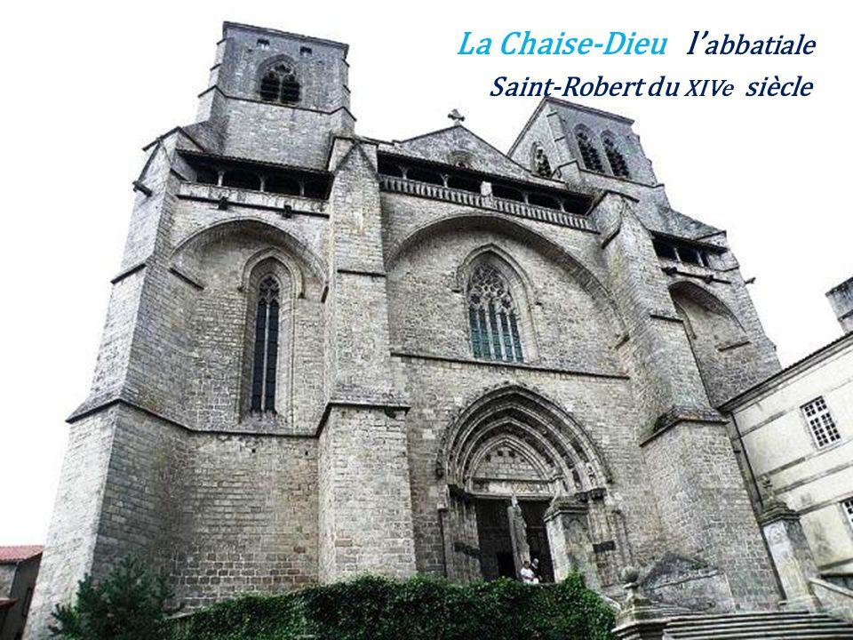 La Chaise-Dieu le vieux bourg,. avec labbatiale Saint-Robert