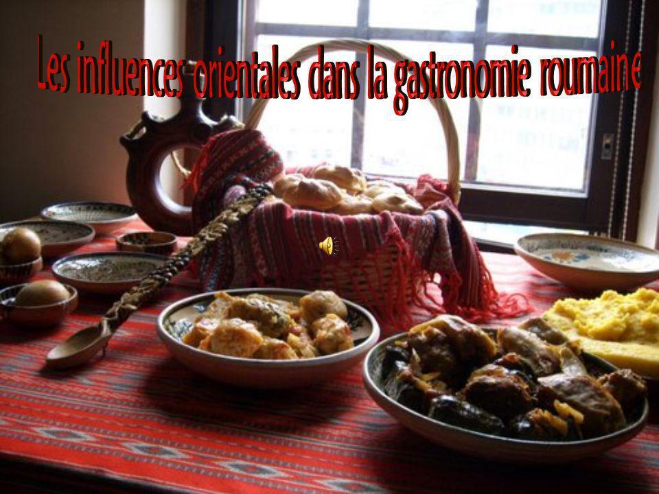 La cuisine roumaine est riche, savoureuse et substantielle, comme il convient à un pays dont toute la nourriture est développée naturellement et où les fruits et les légumes suivent normalement leur saison.