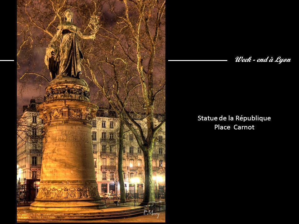 Week - end à Lyon Statue de la République Place Carnot