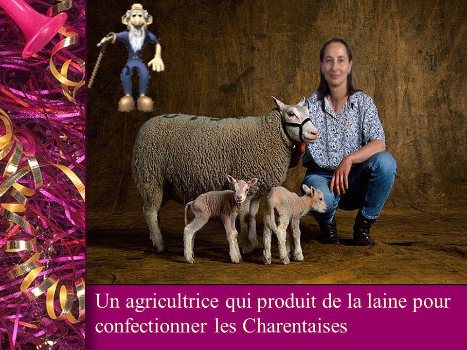 Un agricultrice qui produit de la laine pour confectionner les Charentaises