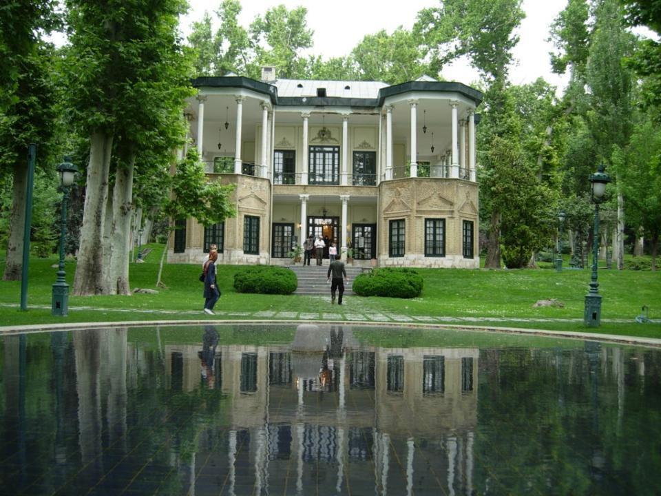 PALACIO NIAVARAN Niavaran Palace Complex a son origine dans un jardin de Niavaran, Téhéran, qui a été utilisé par Nasir al-Din Shah en tant que réside