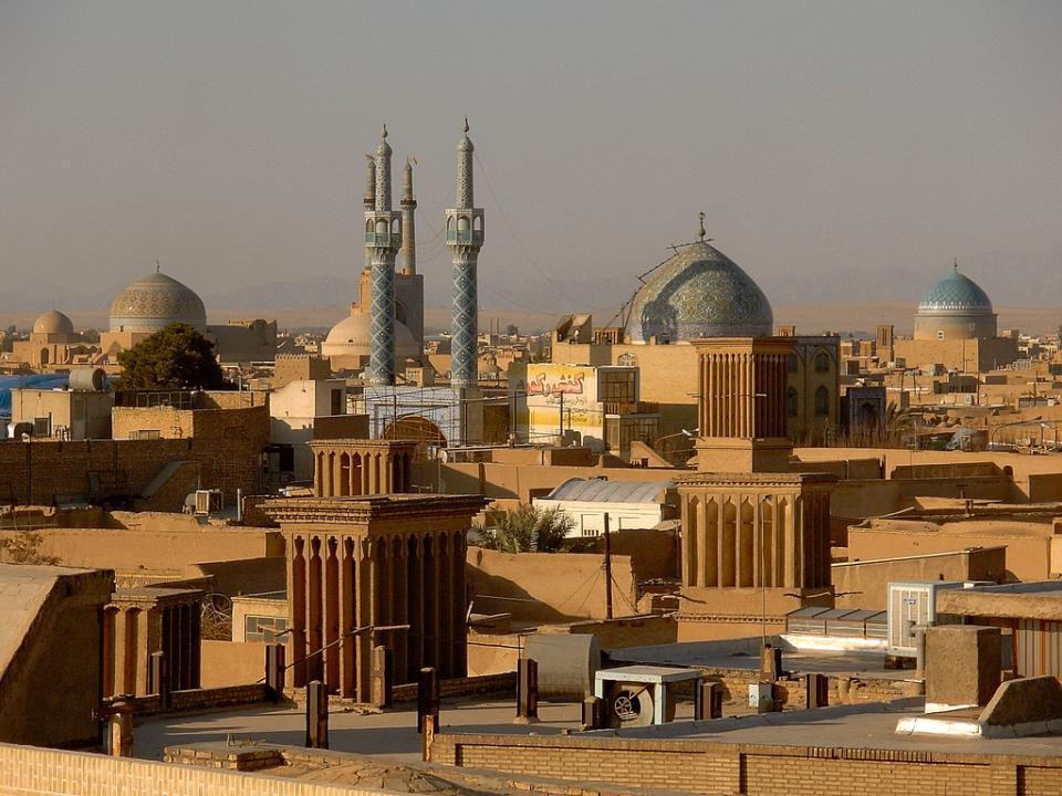 YAZD Yazd parfois translittéré comme Yezd, est l'une des villes les plus anciennes et les plus importantes historiquement de l'Iran. Est la capitale d