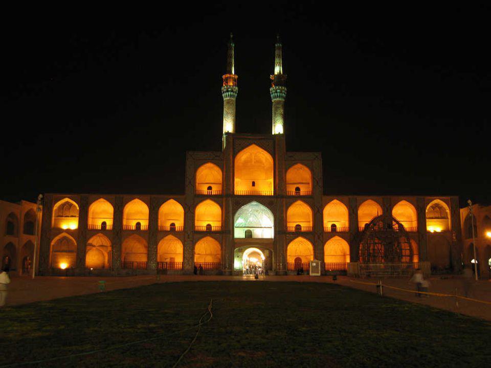 ISFAHÁN Ispahan est située 340 km au sud de Téhéran, la capitale de la province d Ispahan et la troisième plus grande ville d Iran (après Téhéran et Mashhad).