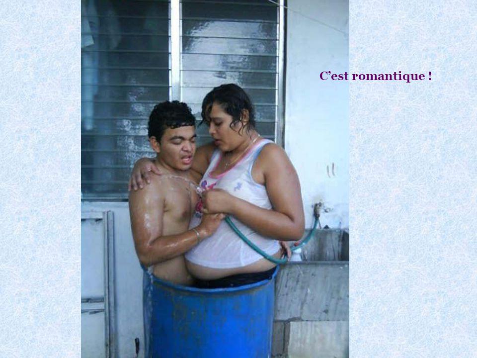 Vous voulez voir un couple damoureux qui prend la douche ? Voir photo page suivante