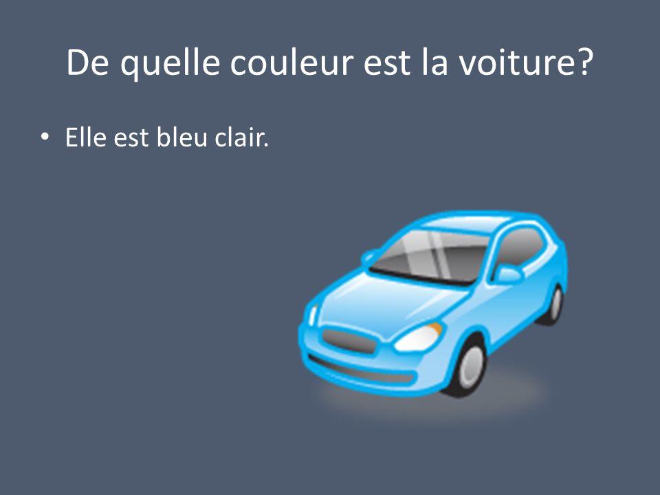 De quelle couleur est la voiture Elle est bleu clair.
