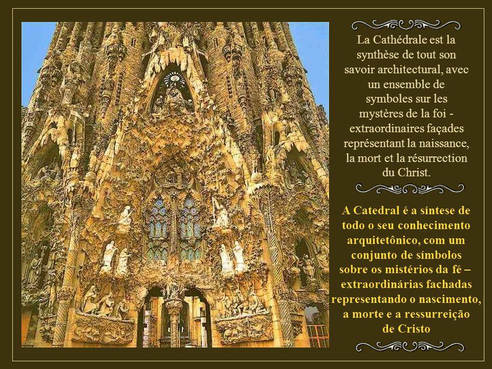 La Cathédrale est la synthèse de tout son savoir architectural, avec un ensemble de symboles sur les mystères de la foi - extraordinaires façades représentant la naissance, la mort et la résurrection du Christ.