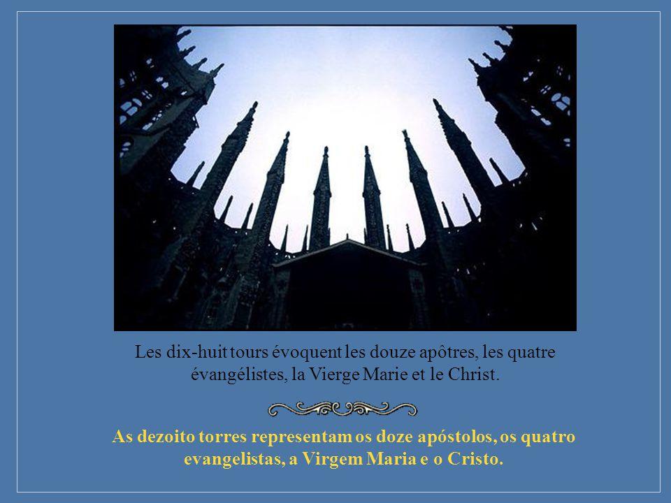 Les dix-huit tours évoquent les douze apôtres, les quatre évangélistes, la Vierge Marie et le Christ.