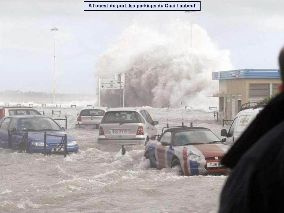 A louest du port, les parkings du Quai Laubeuf