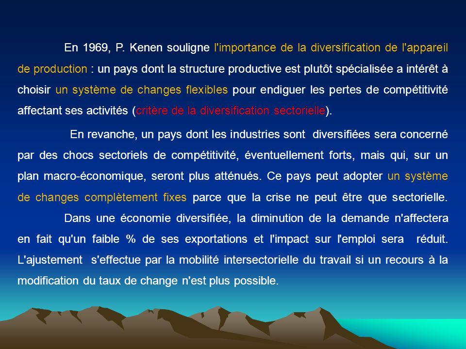 En 1969, P. Kenen souligne l'importance de la diversification de l'appareil de production : un pays dont la structure productive est plutôt spécialisé