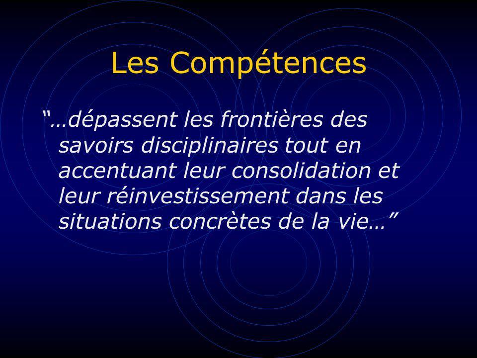 Les Compétences …dépassent les frontières des savoirs disciplinaires tout en accentuant leur consolidation et leur réinvestissement dans les situation