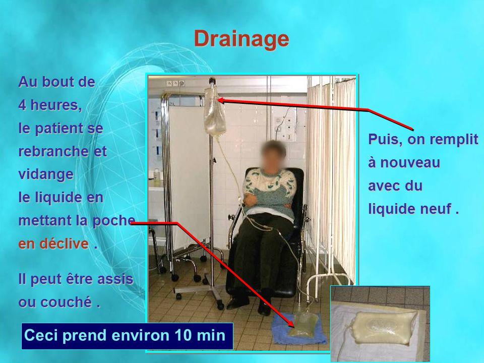 Au bout de 4 heures, le patient se rebranche et vidange le liquide en mettant la poche en déclive. Il peut être assis ou couché. Ceci prend environ 10