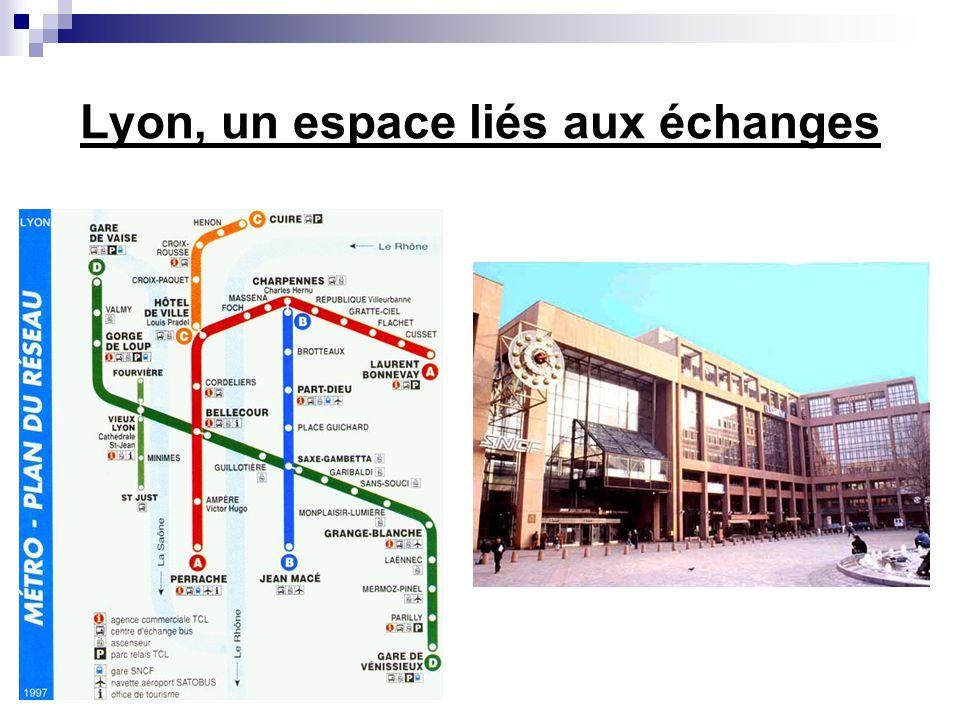 Lespace industriel urbain de Lyon 1.