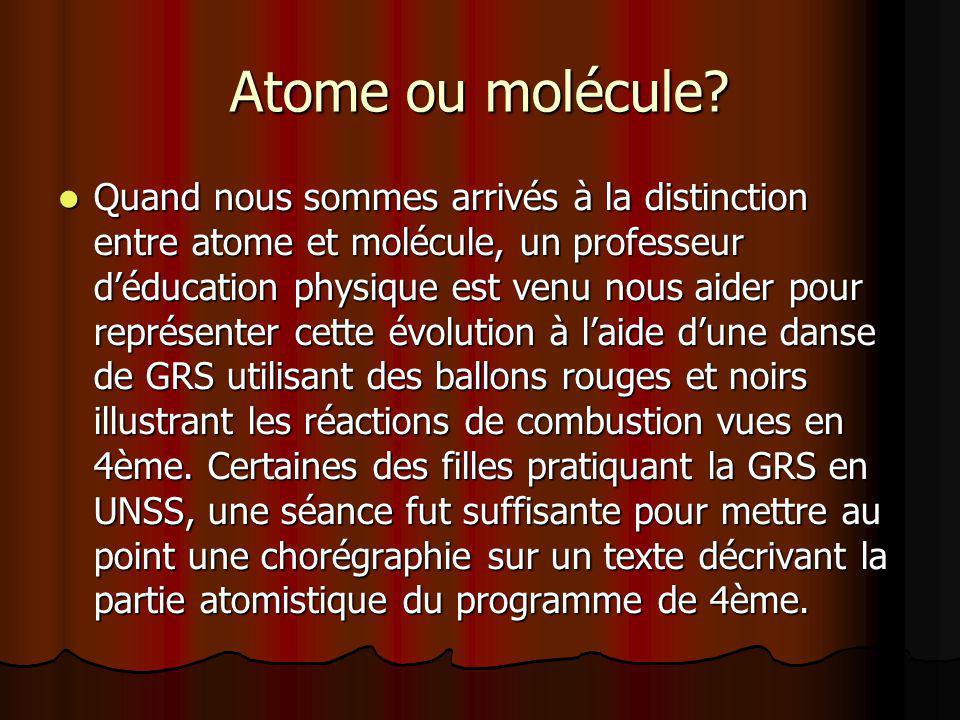 Atome ou molécule? Quand nous sommes arrivés à la distinction entre atome et molécule, un professeur déducation physique est venu nous aider pour repr