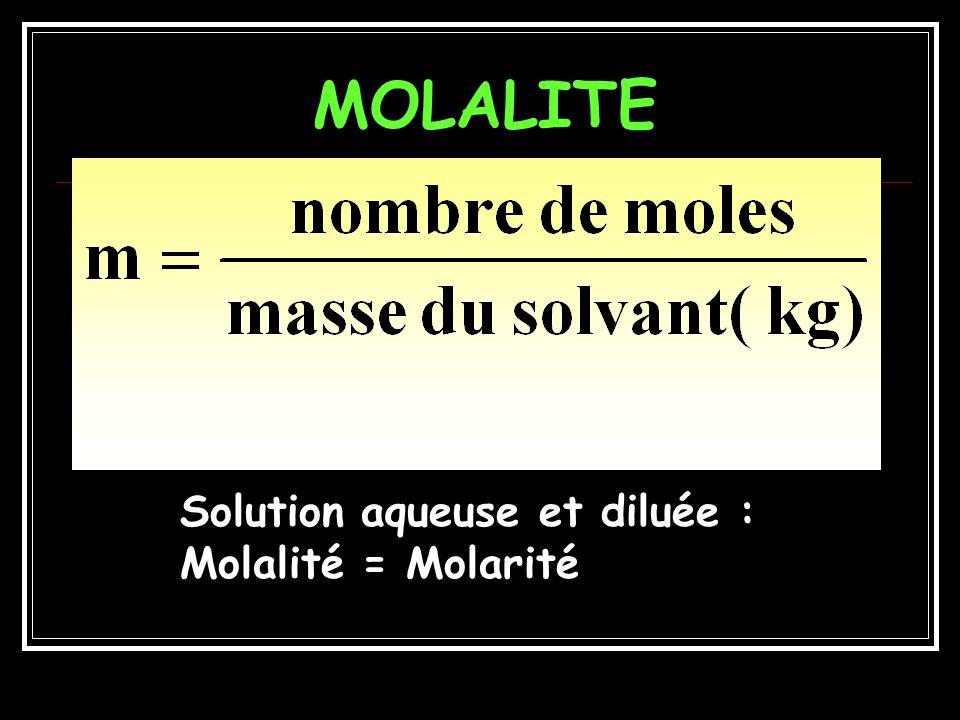 QCM3 1 litre de plasma = 1030 g Masse deau/litre plasma =1030 –70 =960 g Nombre de moles deau / litre de plasma = 960 / 18 = 53,33 Eau : 1 kg/litre = 1 g /ml Donc 960 g deau = 960 ml Masse Na + /litre plasma = 142 10 -3 23 = 3,266 g Molalité Na + = 142 mmol / 0,96 = 147,96 mmol/kg deau