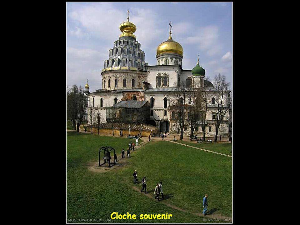Cathédrale aux dômes dorés