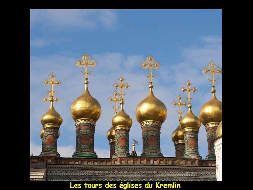 Les tours du Kremlin et ses églises
