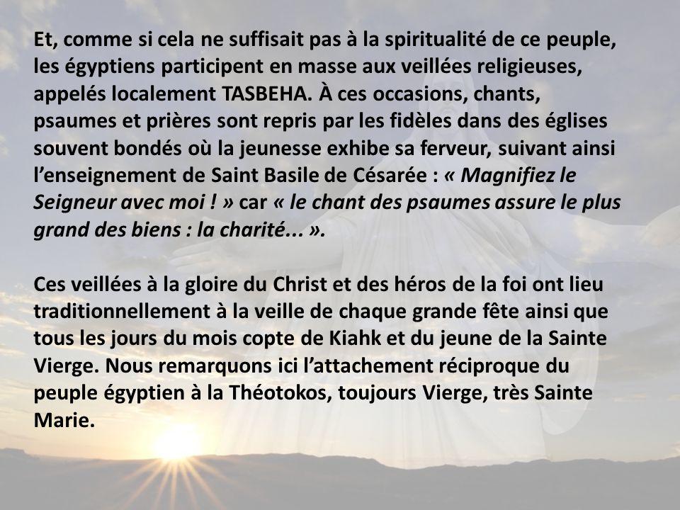 Et, comme si cela ne suffisait pas à la spiritualité de ce peuple, les égyptiens participent en masse aux veillées religieuses, appelés localement TASBEHA.