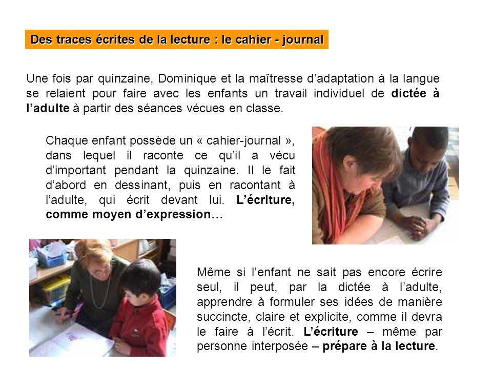 Des traces écrites de la lecture : le cahier - journal Une fois par quinzaine, Dominique et la maîtresse dadaptation à la langue se relaient pour fair