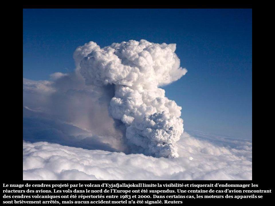 Le mois dernier, cette première éruption depuis 1823 avait entraîné la brève évacuation de 600 personnes. Ce réveil a placé le volcan voisin de Katla,