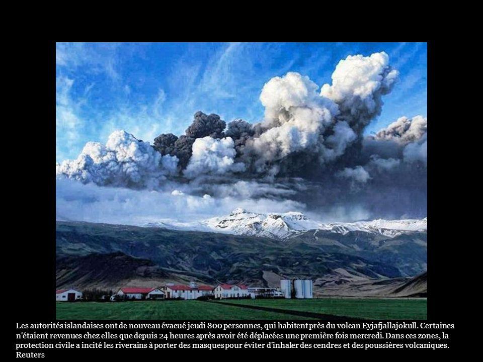 Le réveil du volcan dEyjafjallajokull a entraîné une fonte des glaces, provoquant des inondations. 800 habitants ont été évacués. Islande : les images
