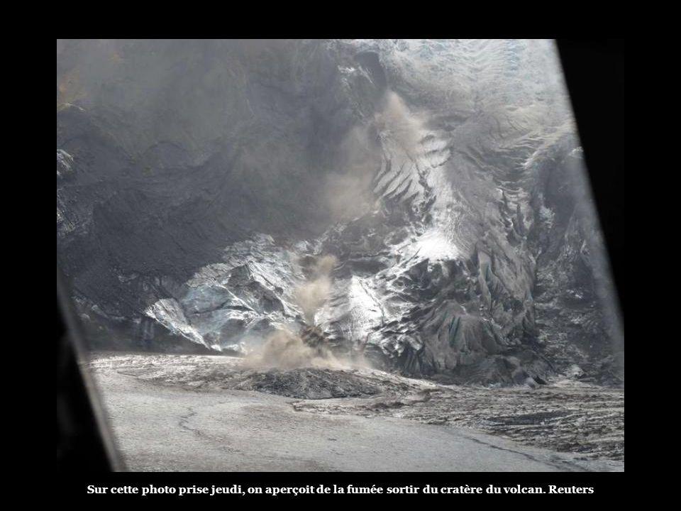 Les autorités islandaises ont de nouveau évacué jeudi 800 personnes, qui habitent près du volcan Eyjafjallajokull. Certaines n'étaient revenues chez e
