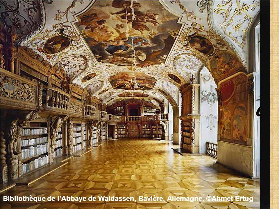 Bibliothèque bénédictine de lAbbaye de Metten, Allemagne. ©Ahmet Ertug