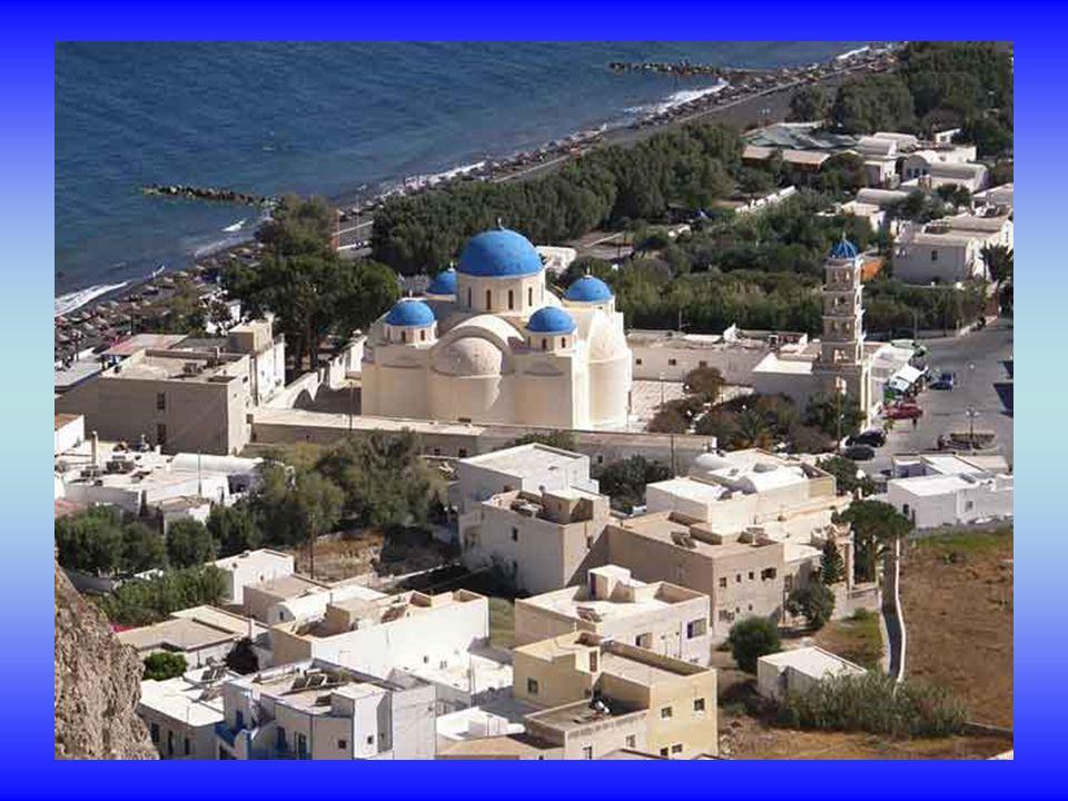 Santorin ou Thira, un archipel dîles volcaniques situé dans la mer Égée à 128 miles nautiques de Pirée.