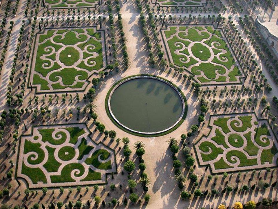 8. Yu Gardens ( ) – Shanghai, China The 400-year-old
