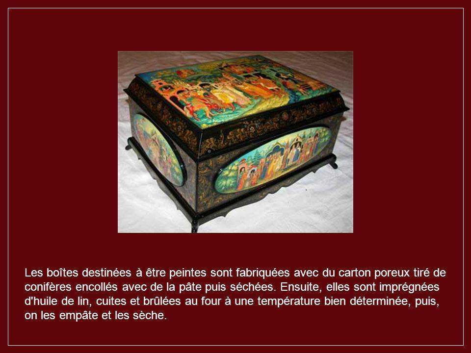 Les boîtes destinées à être peintes sont fabriquées avec du carton poreux tiré de conifères encollés avec de la pâte puis séchées.