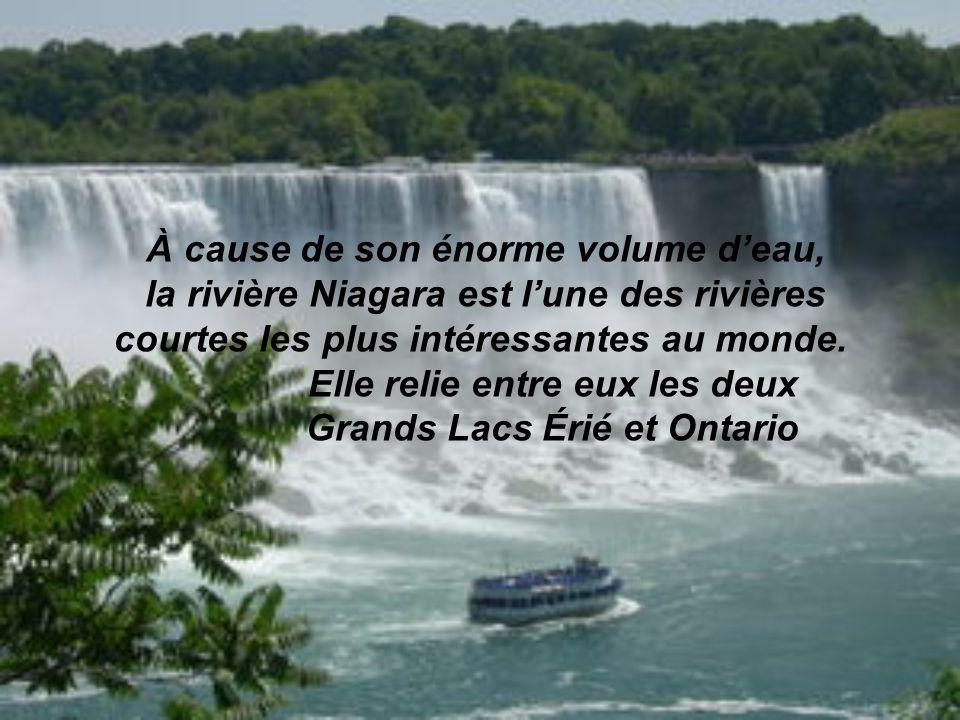 Bien quelles ne soient pas particulièrement hautes, les chutes du Niagara sont très larges. Avec un débit de plus de 2 800 m3 chaque seconde, elles so