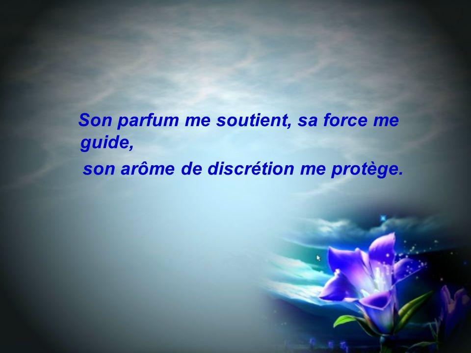Son parfum me soutient, sa force me guide, son arôme de discrétion me protège.