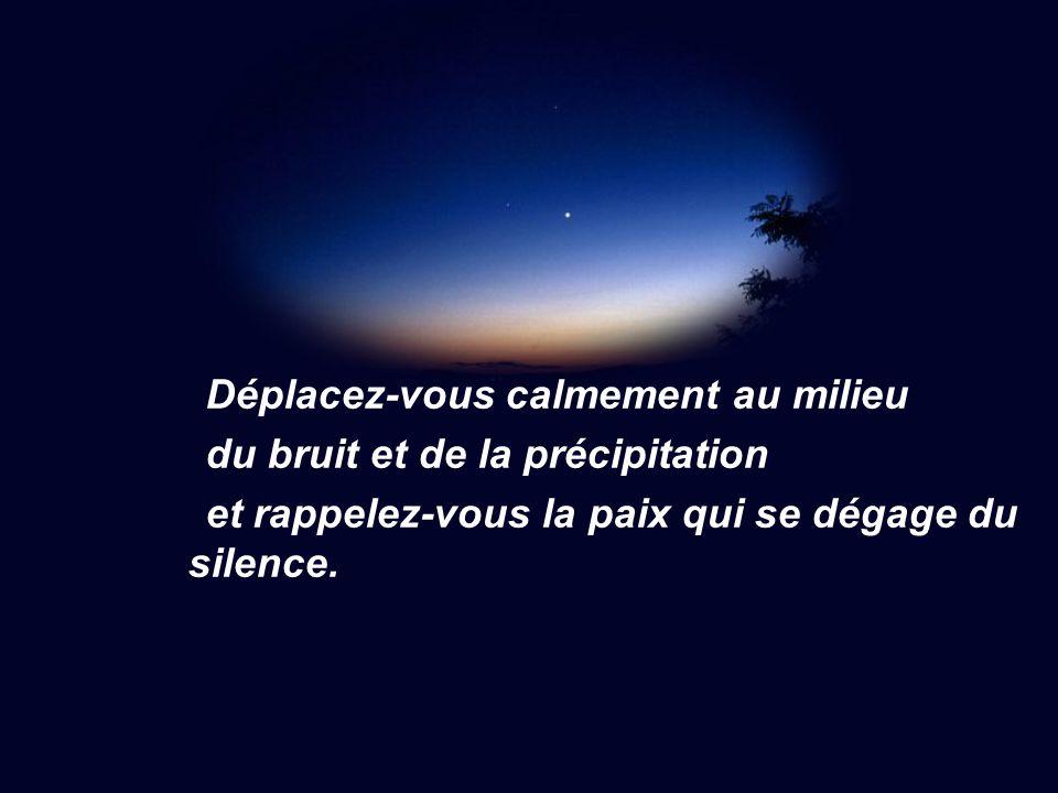 Déplacez-vous calmement au milieu du bruit et de la précipitation et rappelez-vous la paix qui se dégage du silence.
