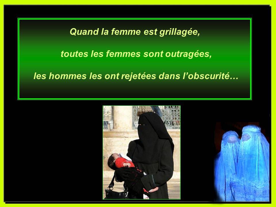 Jusquaux pieds sa burqa austère, est garante de sa décence, elle prévient la concupiscence, des hommes auxquels elle pourrait plaire.