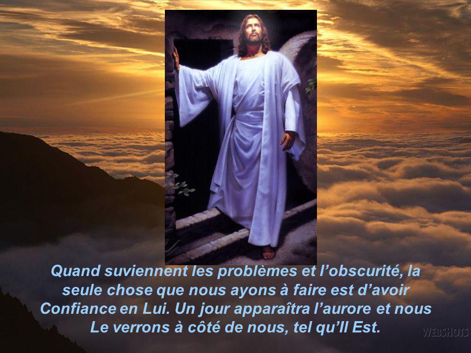 De la même manière nous, nous ne sommes jamais seuls. Même si nous ne pouvons pas Le voir au milieu des obscurités de la vie, notre Père Céleste est à