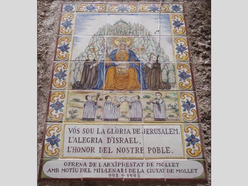 Statue de la Moreneta avec lEnfant-Jésus vénérée en ce lieu.