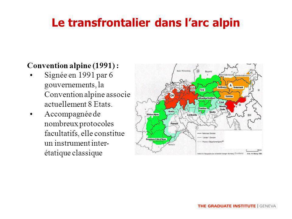 Signée en 1991 par 6 gouvernements, la Convention alpine associe actuellement 8 Etats. Accompagnée de nombreux protocoles facultatifs, elle constitue