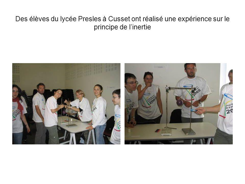 Des élèves du lycée Gerbert dAurillac ont proposé une expérience montrant le lien entre la pression et la température dun gaz à volume constant