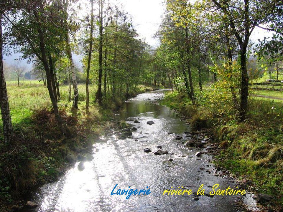Dienne le village et la rivière la santoire